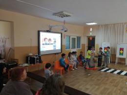 Ден на отворените врати. Много се забавлявахме, играхме и учихме заедно с нашите майки и баби. - 06 - ДГ Иглика - Пещера