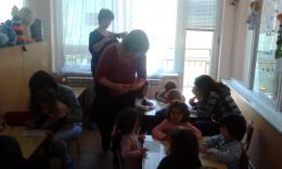 Весело е с мама и за най-малките деца от яслите в деня на отворените врати! - 04 - ДГ Иглика - Пещера