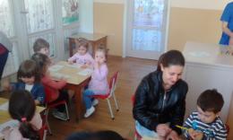 Весело е с мама и за най-малките деца от яслите в деня на отворените врати! - 07 - ДГ Иглика - Пещера